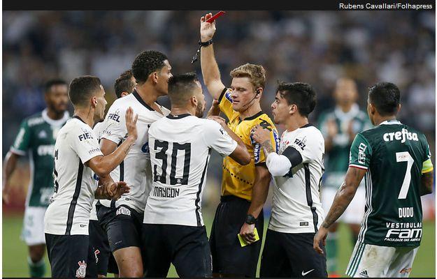 http://www1.folha.uol.com.br/esporte/2017/02/1861540-arbitro-que-errou-no-classico-ficara-sem-apitar-jogos-da-cbf.shtml